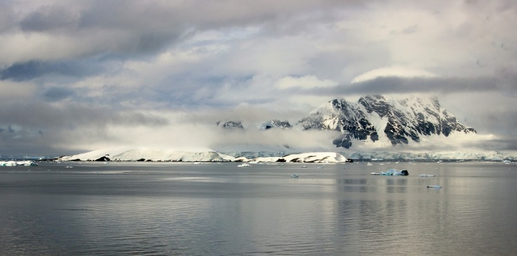 antarctica-352396_1920.jpg